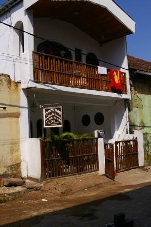 Thenu Rest Guest House: The front of the guest house