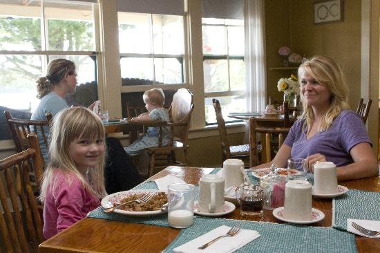 Quimby Country Lodge & Cottages: First Brunch