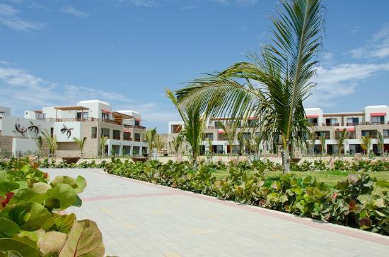 Royal Decameron Punta Sal: Jardines del hotel