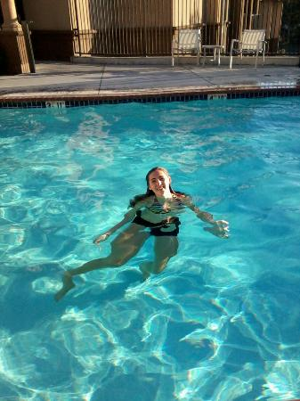 Hampton Inn & Suites Arroyo Grande/Pismo Beach Area: Granddaughter in the pool