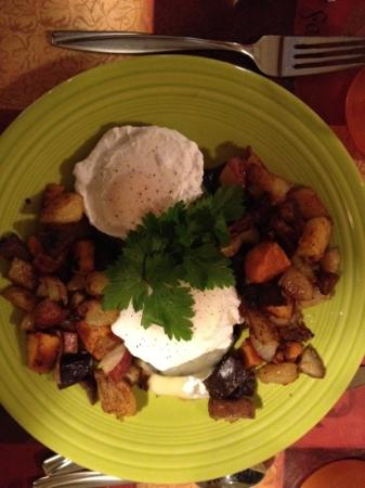 Cedar House on Sound B&B: portabella and poached eggs breakfast