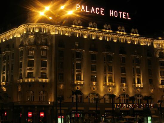 The Westin Palace Madrid: Außenansicht, auch bei Nacht