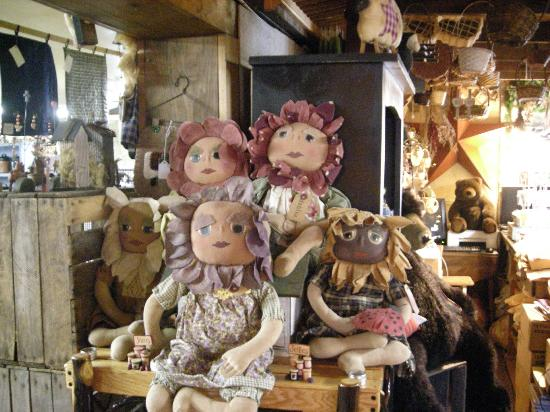 Pearson's Simply Primitive dolls at the Cottage Gift Shop