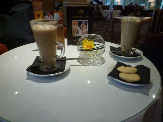 Palm Court Hotel: Two Lattes and Home Made Shortbread