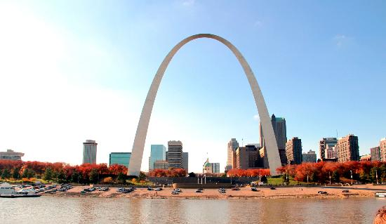 Hampton Inn - St. Louis Downtown at the Gateway Arch: Arch from riverboat