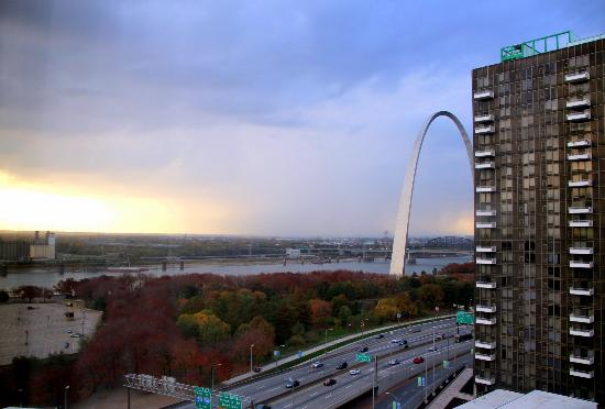 Hampton Inn - St. Louis Downtown at the Gateway Arch: View from room 1614