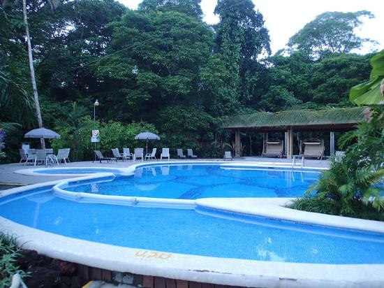 Pachira Lodge: One of the pools