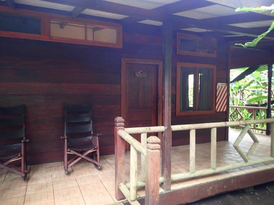 Pachira Lodge: Outside view of lodge room