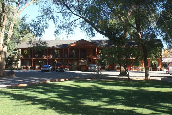 Austin's Chuckwagon Lodge and General Store: The main building.
