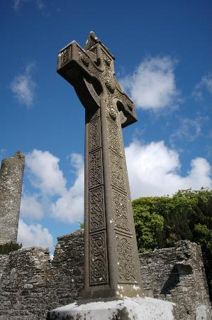Monasterboice Monastic Site: Tall cross
