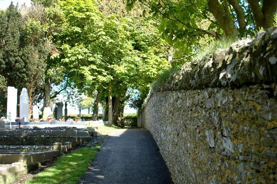 Monasterboice Monastic Site: Road down to the crosses and tower