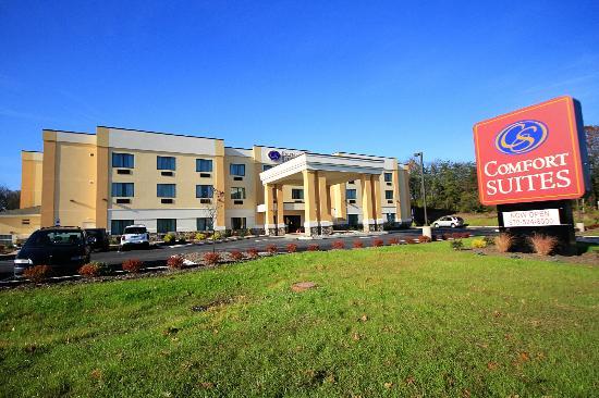 Comfort Suites Lewisburg: Hotel Exterior