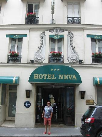 Hotel Neva - Paris: Front of Hotel