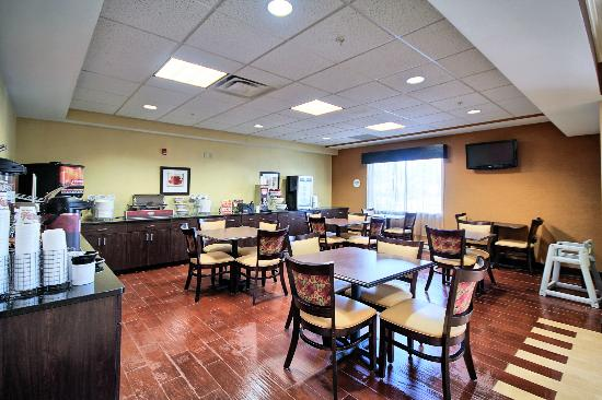Comfort Suites Lewisburg: Deluxe Continental Breakfast included