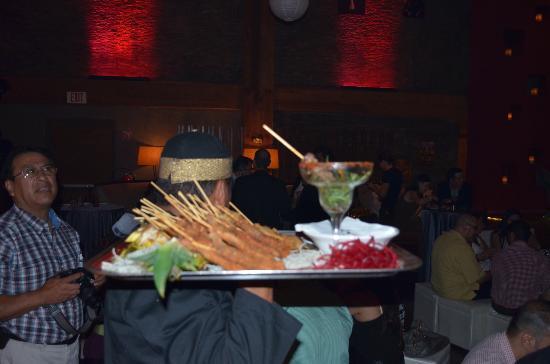 Kyo Grill: Algo de la comida que sirvieron en unas mesas.