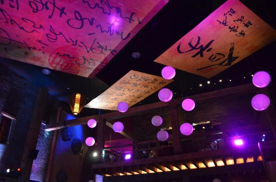 Kyo Grill: Decoración del techo (detalle).