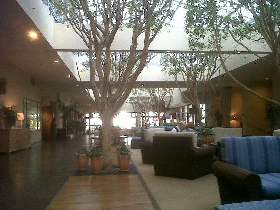 Portola Hotel & Spa at Monterey Bay: Lobby