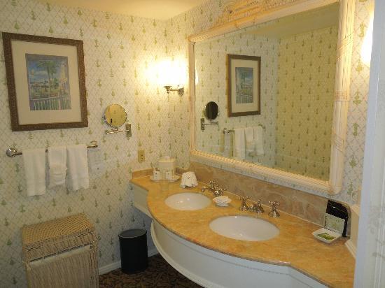 Disney's Grand Floridian Resort & Spa: standard bathroom