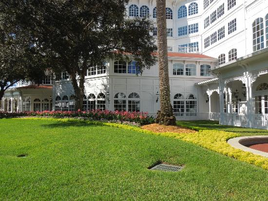 Disney's Grand Floridian Resort & Spa: center grounds