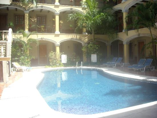 Hotel Hacienda Real del Caribe: Great pool area that for some reason is never crowded.