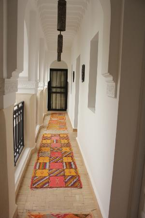 Riad Shanima & Spa: Corridor leading to one of the rooms