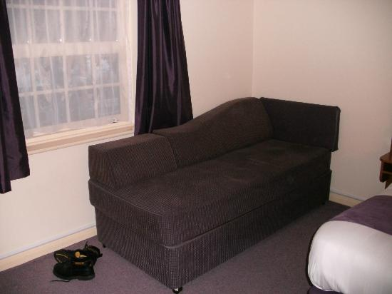 Happy feet picture of premier inn lowestoft hotel for Sofa bed hotel