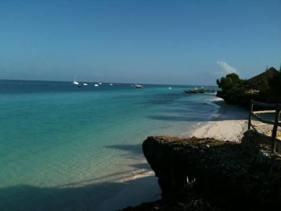 Sunset Beach Resort Zanzibar: vista dalla spiaggia dell'animazione...