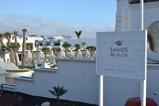 Sands Beach Resort: Beachside entrance