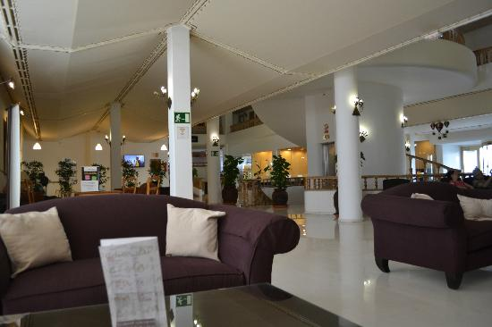 Sands Beach Resort: Foyer