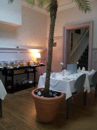 Grey's Hotel: breakfast room 