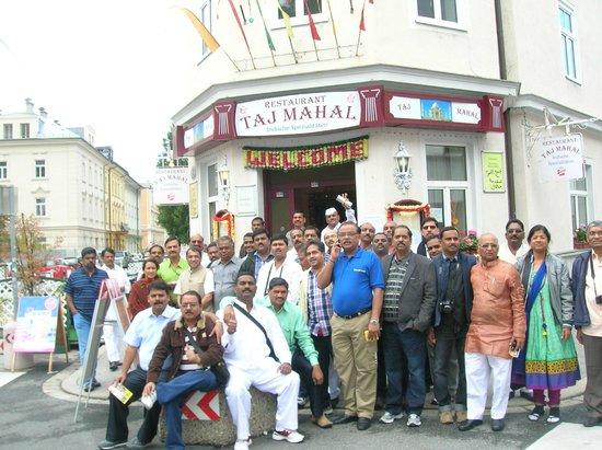 Tajmahal : Groups are welcome in Taj Mahal