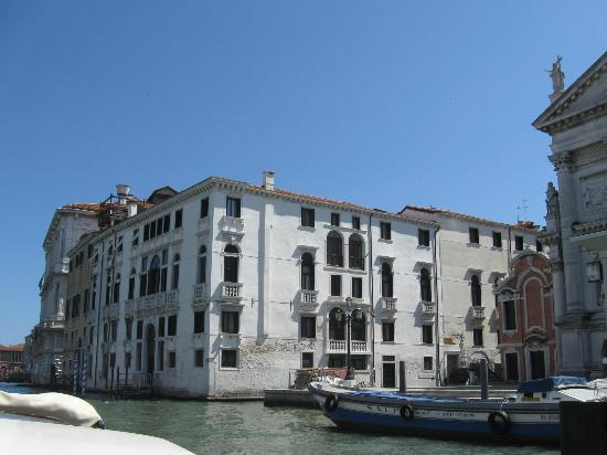 Hotel Palazzo Giovanelli: Hotel from Water Taxi