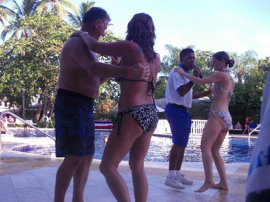 Grand Bahia Principe El Portillo: day entertainment teaching salsa