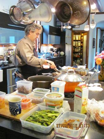 East Hampton Art House Bed and Breakfast: Michael whipping up an amazing breakfast