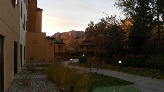 Courtyard Colorado Springs South : Morning view off back patio