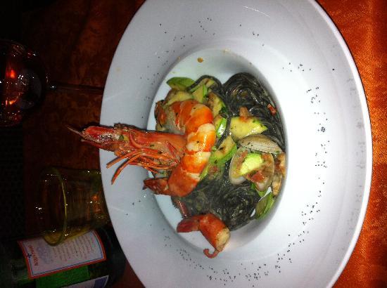 La Tavernetta : Tagliatelles à l encre de seiche, vogoles, courgettes !