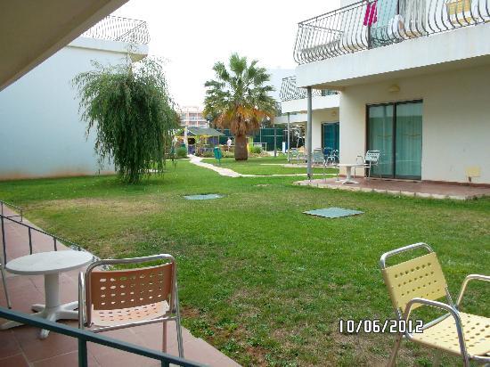 Bayside Salgados: the patio area