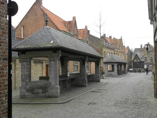 Hotel O Ieper - Grote Markt: Old fishmarket and tollbooth