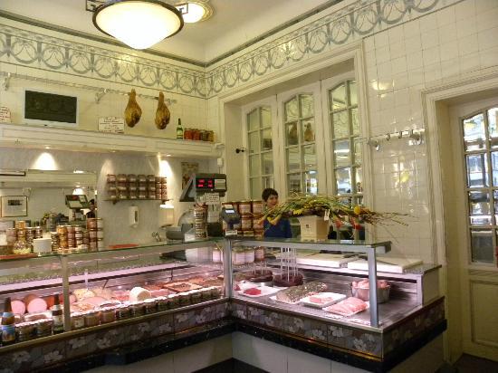 Hotel O Ieper - Grote Markt: Art Nouveau interior of excellent delicatessen shop Depuydt