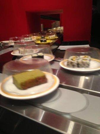 Daruma Sushi - Prati: sushi conveyor belt on Sunday sushi night