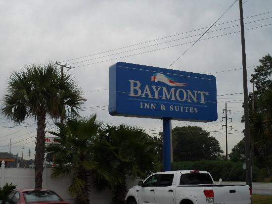 Baymont Inn & Suites Savannah/Garden City : Outside View