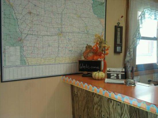 Delux Motel: Welcome to the lobby-we have a full size map of Iowa for your convenience