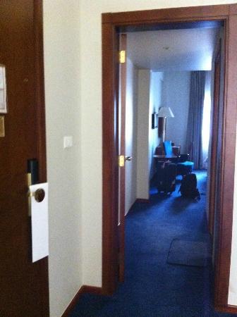 Plaza Hotel: la porte entre salon et chambre a coucher