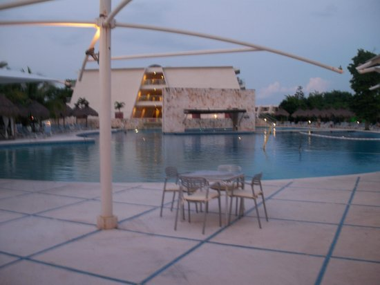 Grand Sirenis Riviera Maya Resort & Spa: Pool 1