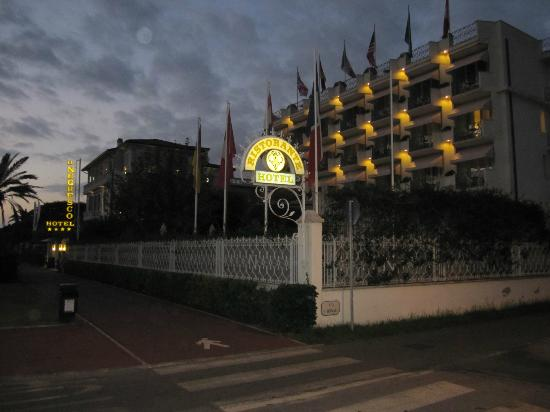 ‪‪Hotel Il Negresco‬: Hotel at dusk