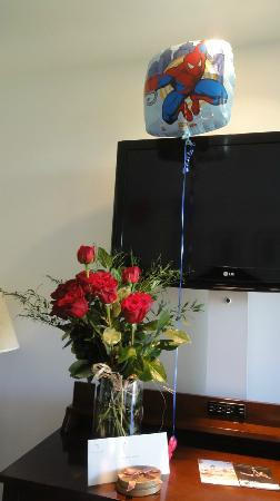 Pavilion Hotel: The staff had my special request of 12 roses and ballons ready!
