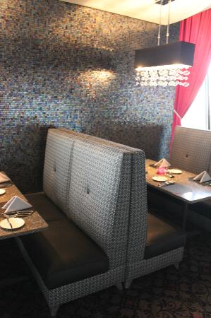 Nick & Nino's Penthouse Steakhouse: comfy booths