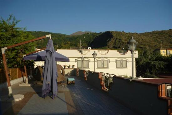 Hotel Dalla Terrazza Con Vesuvio Sullo Sfondo Picture Of