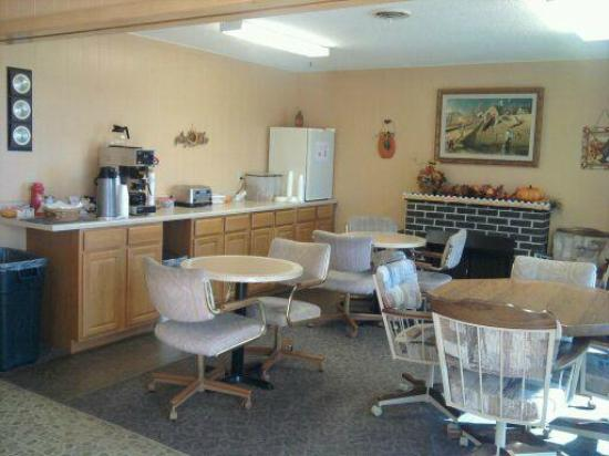 Delux Motel: Our lobby where our complimentary breakfast is served