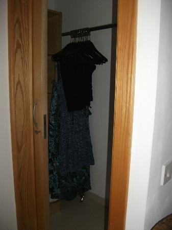 Club Salina Wharf: Lockable dressing area, with Ironing board, iron, spare pillows, safe, blankets